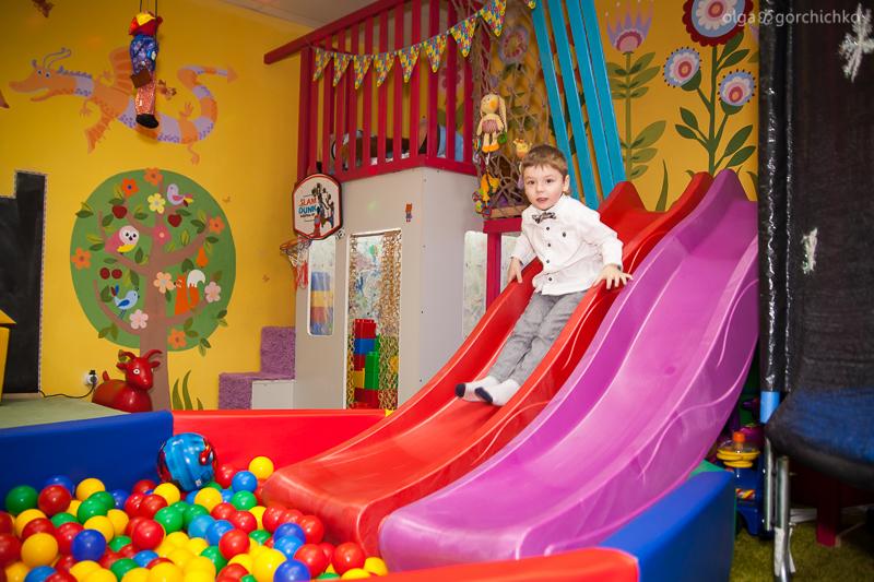 Фотосессия дня рождения в детском клубе. Андрюше 5 лет