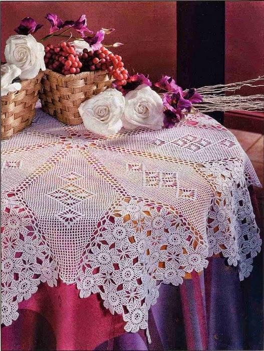 Elegant crochet round tablewear