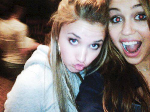 Minhas Fotos Favoritas: Emily Osment e Miley Cyrus