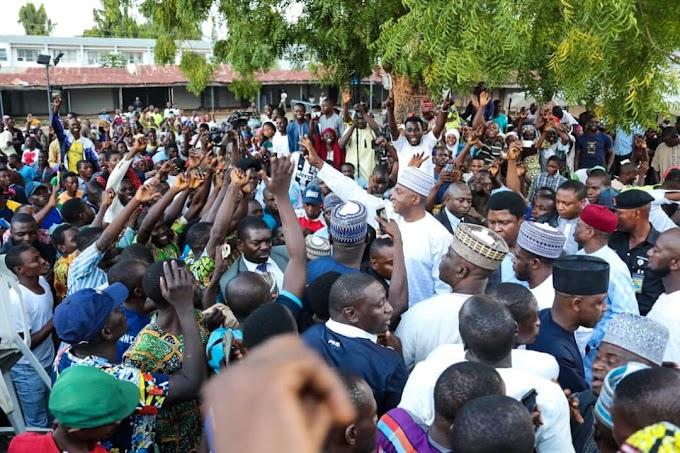 Saraki receives thousands of former APC members into PDP