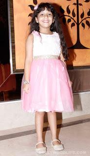 Adaa Narang berperan sebagai Gauri Vishwaveer Jha kecil