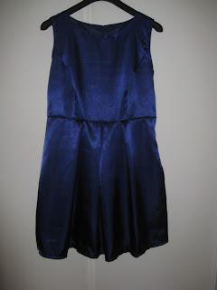 79da66d01e58 I vintras sydde jag en klänning till min väninna. Fick hjälp med pressning  och diverse så att det skulle gå lite fortare, var ganska så många moment i  detta ...