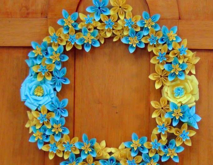 Origami paper flowers wreath crazzy craft origami paper flowers wreath mightylinksfo