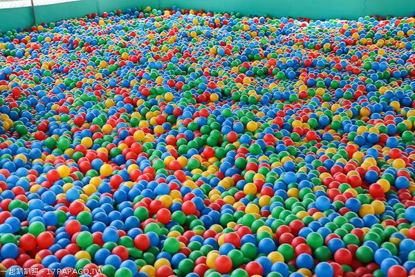 南投草屯 草屯兒童樂園 十幾項遊樂設施免費玩 沙坑 球池 戰車 旭光高中對面
