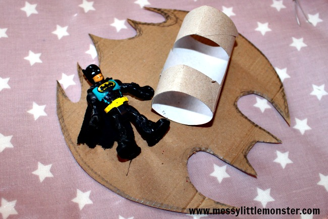 Batplane craft instructions for kids. Free printable batman logo avaliable.