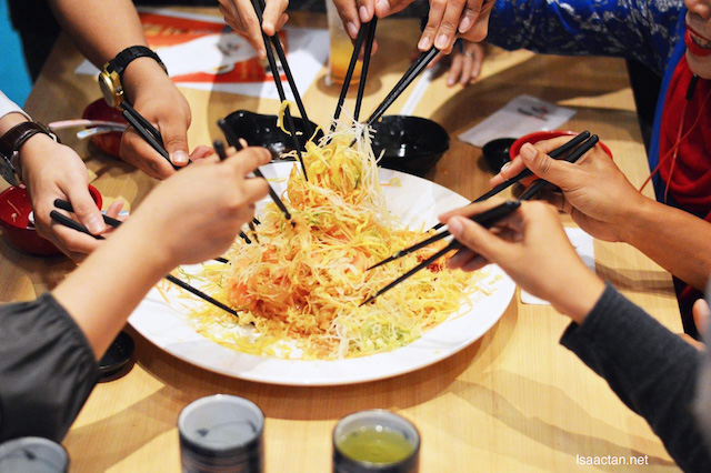 "Sushi King Celebrates Chinese New Year with ""Doubly Fresh, Doubly Joyous"" Yee Sang"