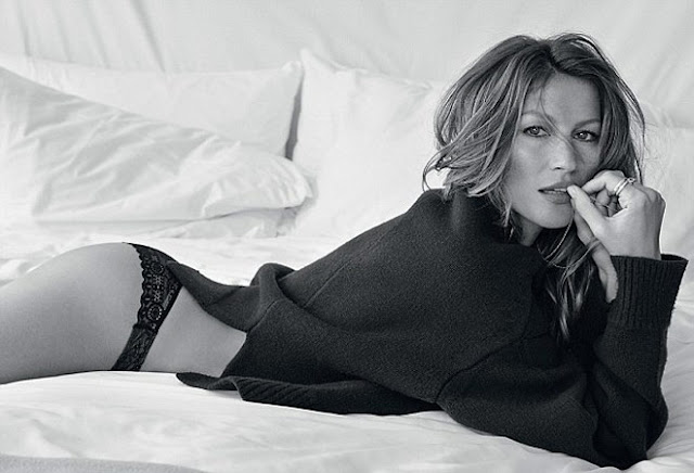 Gisèle Bundchen sur un lit
