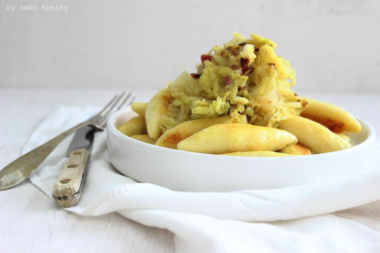 Sunday Lunch... hausgemachte Kartoffel-Schupfnudeln mit Wirsing... Bauernküche... Alpenküche, Rezept auf dem Südtiroler Food- und Lifestyleblog kebo homing, foodstyling & photography