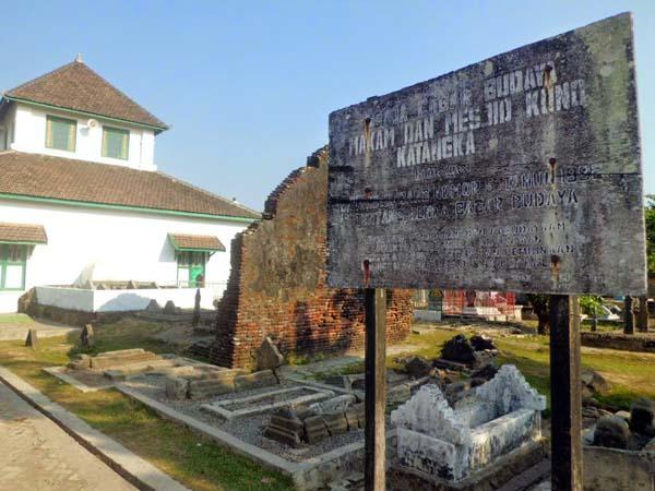 Masjid Tua Katangka Dan Makam Raja Gowa Pedoman Karya