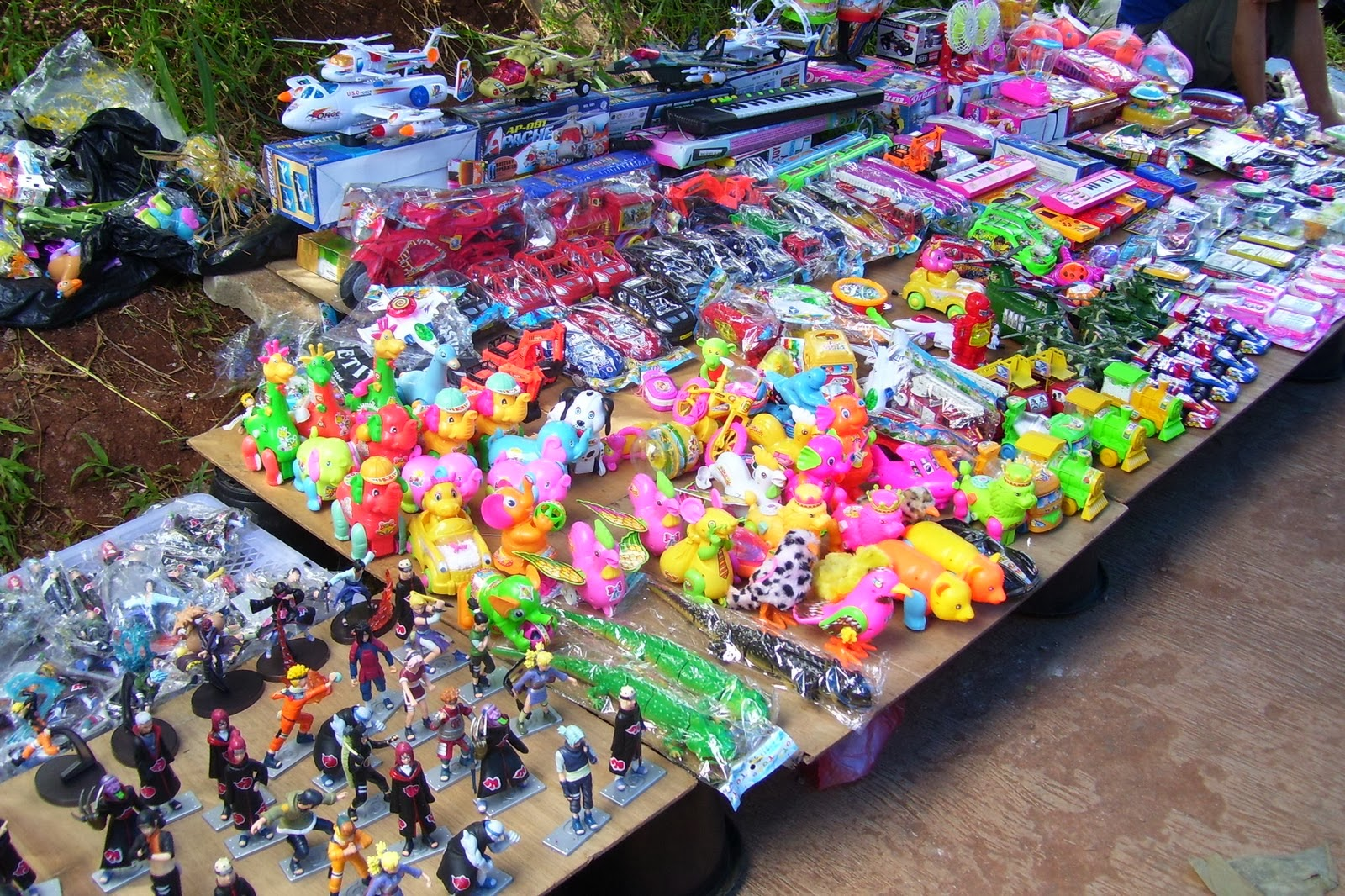 Image result for jualan mainan di depan sekolah