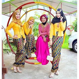 Model Kebaya Kutubaru Rok Batik Prada