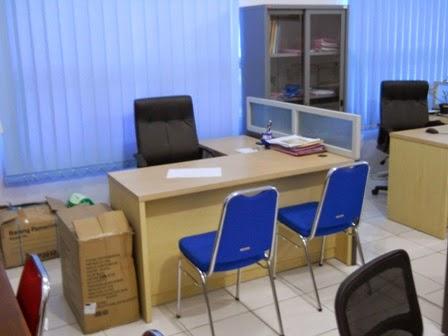 Meja Sekat Kantor Bentuk L - Custom Furniture Kantor Semarang