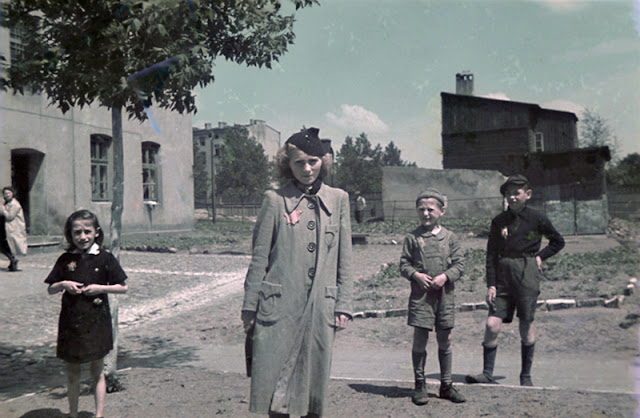 Rare Color Photographs Capture Everyday Life in the Lodz