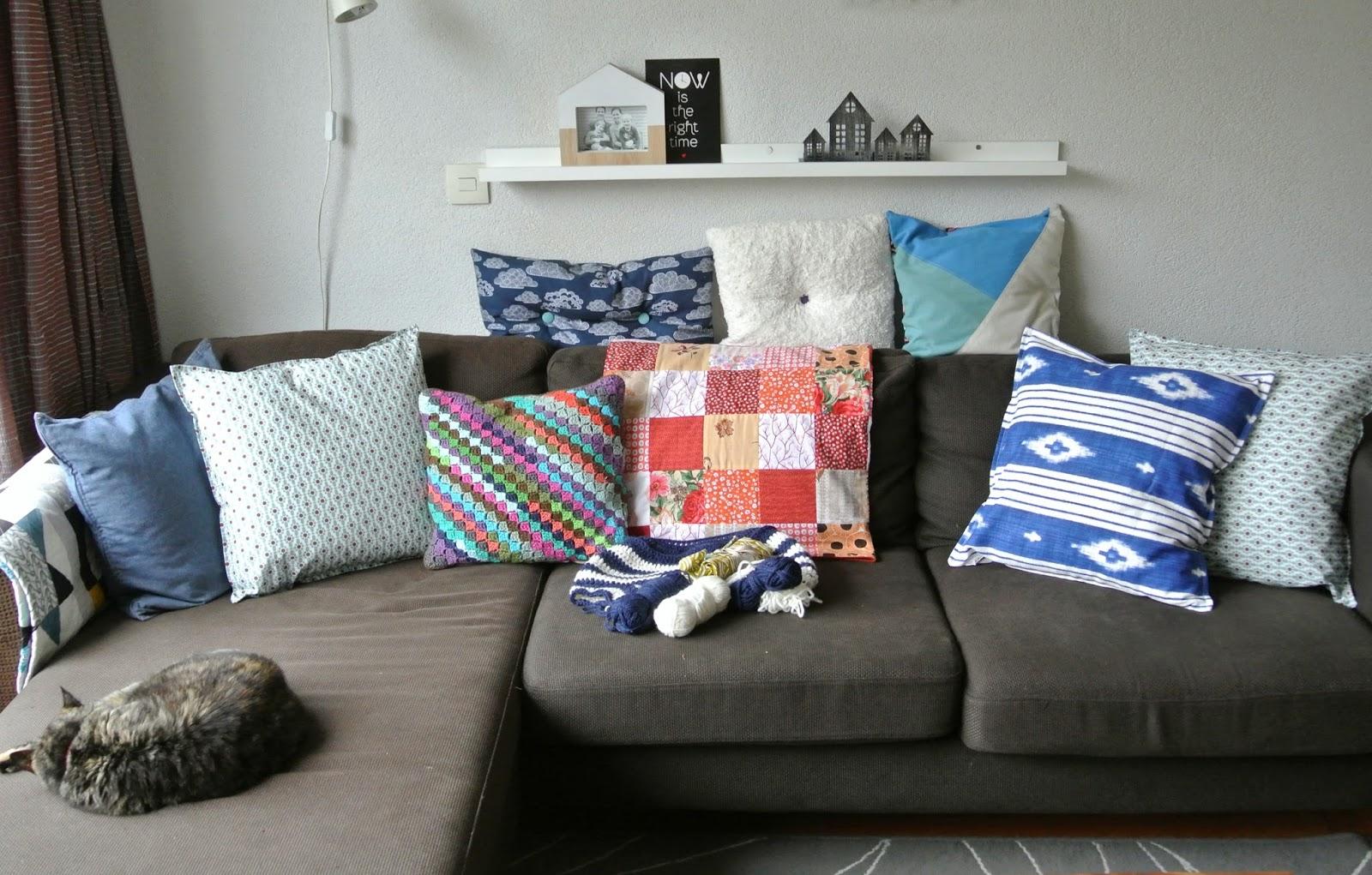 Nieuwe kussens op de bank by miekk t lovin