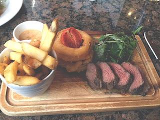 Steak, chunky chips, onion rings, tomato, bearnaise.