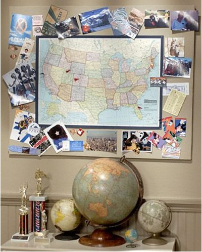 ajang peta dari tempat-tempat yang pernah dikunjungi, lalu bingkai dengan foto-foto yang diambil saat melakukan perjalanan, dan tada... jadilah Map Memory Board.
