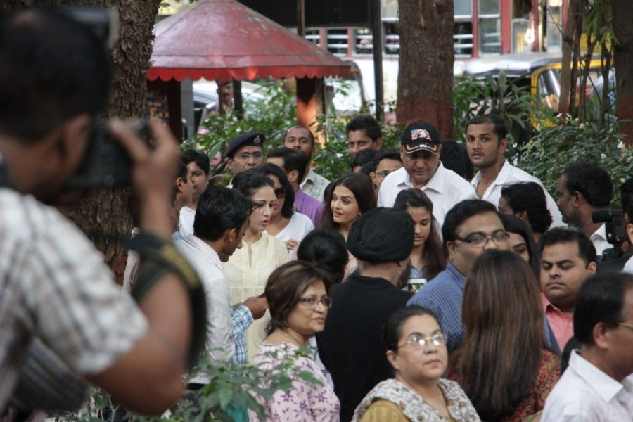 Aishwarya Rai Bachchan Inaugurates The Paradise Garden at Mumbai