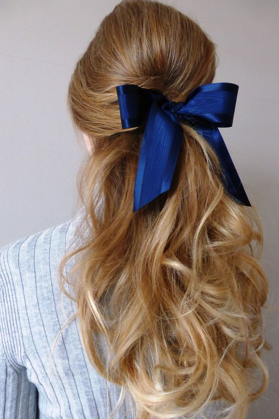 great hairstyle idea with a bow
