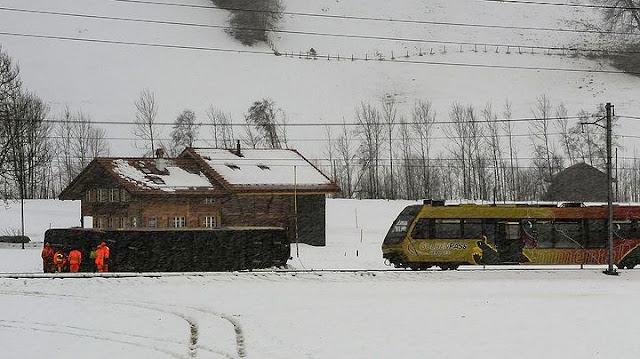 Άνεμοι εκτροχίασαν τρένο στην Ελβετία