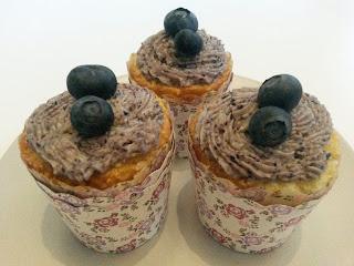 Blaubeercupcakes mit Milchmädchenbuttercreme