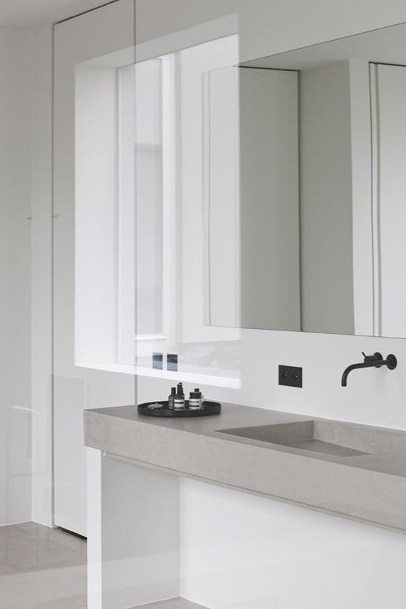 Contemporary bathroom design by Rolies + Dubois