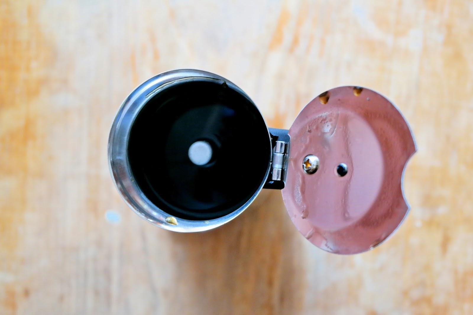 Zaparzona kawa w kawiarce ciśnieniowej