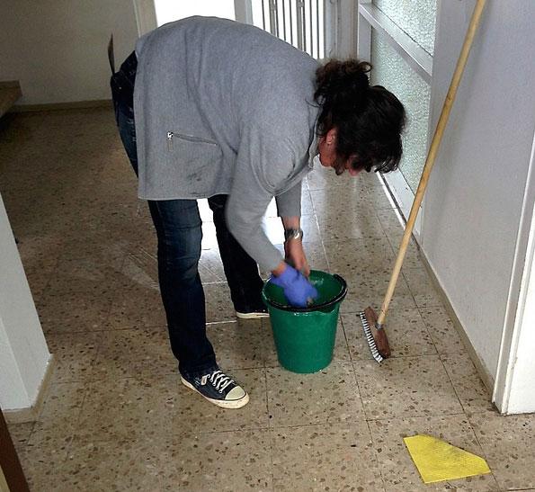 Cara Membuat Lantai Keramik Kinclong