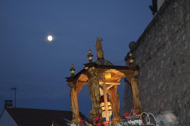 cristo de la peña (Campo Real) con la luna custodiándolo