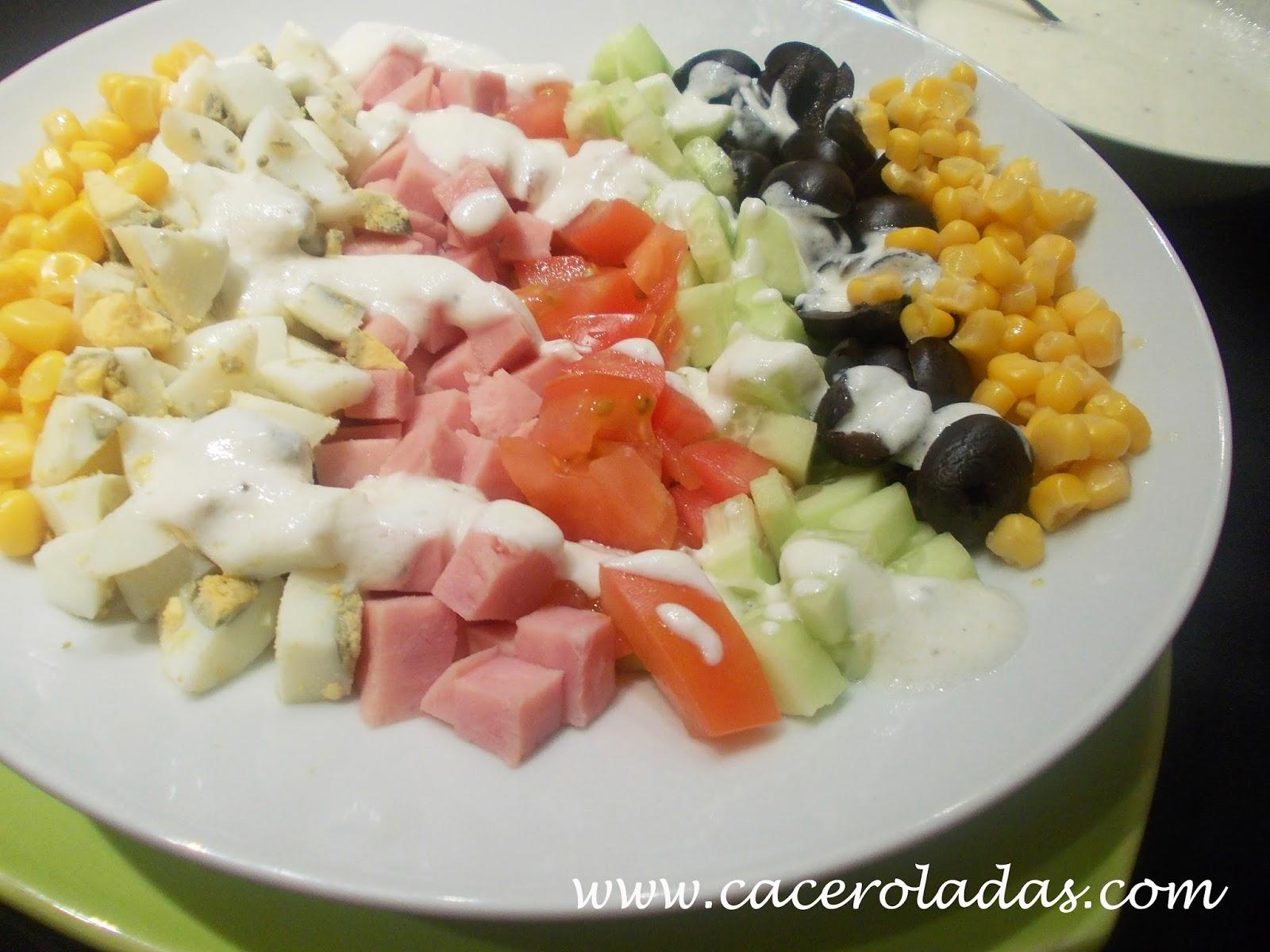 Ensalada variada con salsa roquefort
