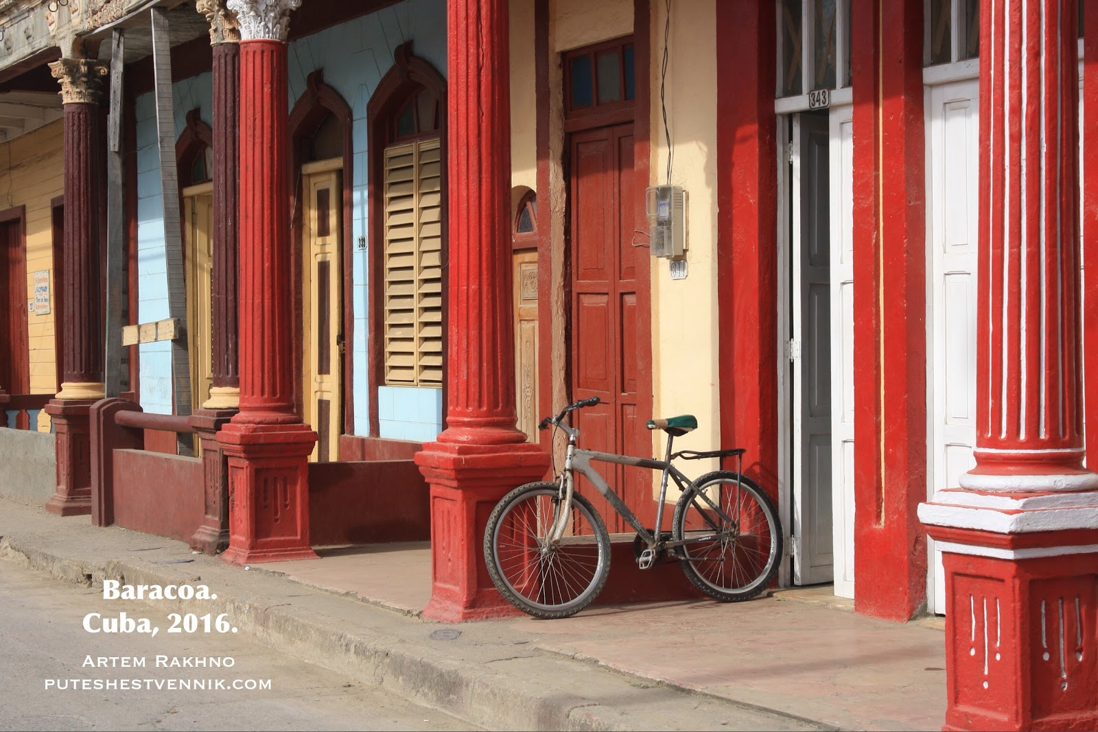 Колонны и велосипед в Баракоа