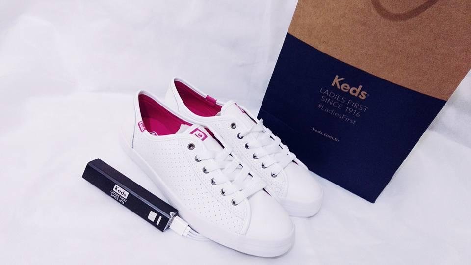 90cfecad2e A keds presenteou os convidados com um Tênis Kickstart Perf Leather Branco  Pink e um carregador portátil