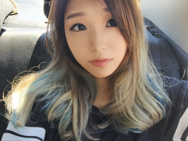 Asian-Top-Girl-In-Car