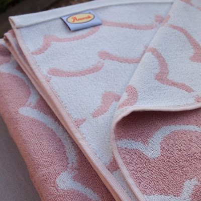 Anorak pink wave bath / beach towels