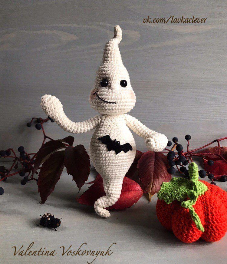 Crochet Halloween ghost amigurumi