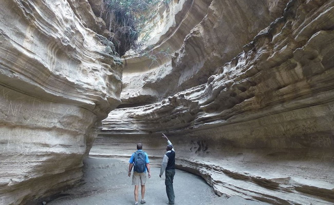 www.xvlor.com Hell's Gate National Park is narrow gap and volcanic in Rift Valley