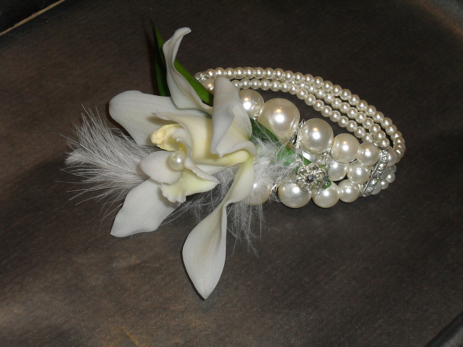 Wrist Corsage: Someflower: Wrist Corsages....perfect For PROM & WEDDINGS