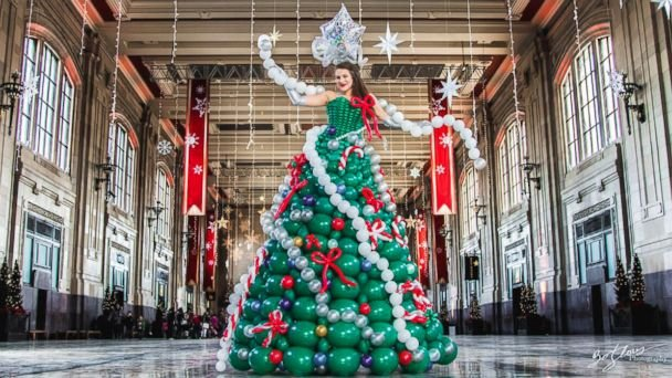 http://samy909news.blogspot.com/2017/01/women-wears-christmas-tree-dress.html
