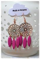 boucles d'oreilles rosaces doré rose et pampilles violettes