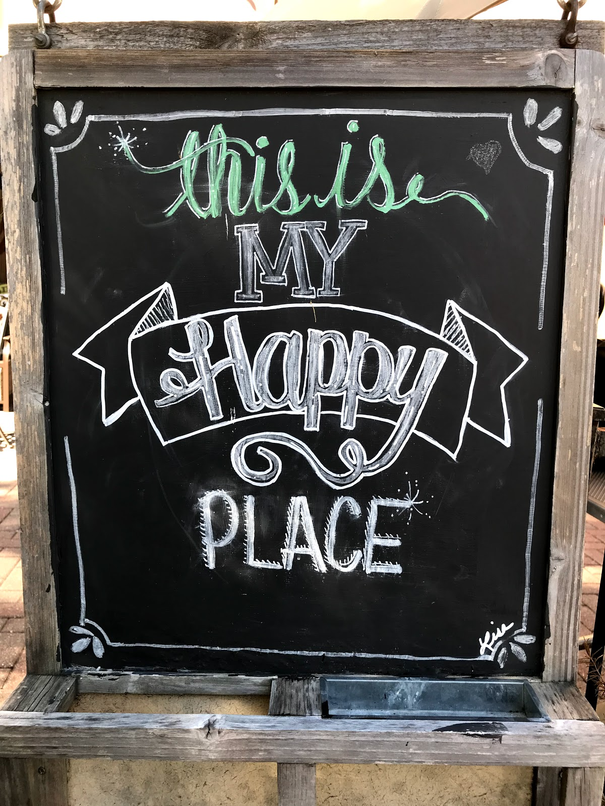 Image:Happy Place Restaurant Cafe Sign