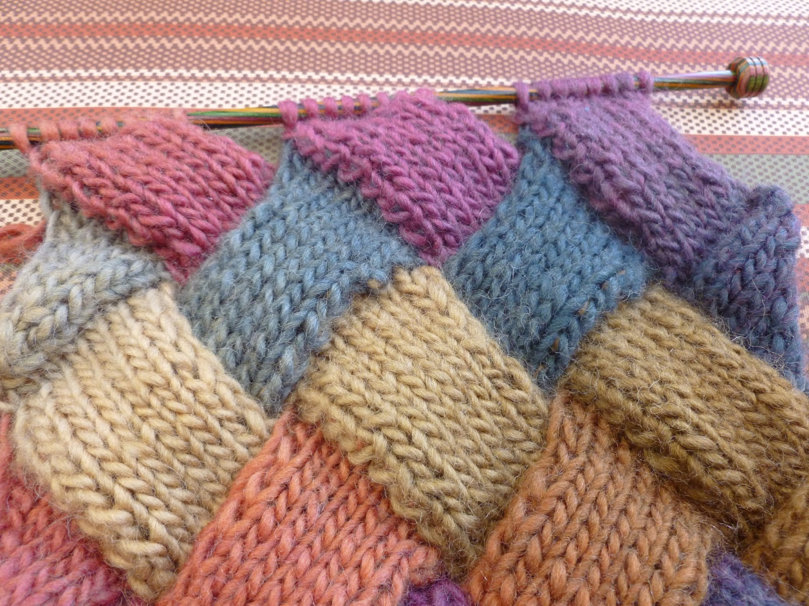 Lilly My Cat: ENTRELAC TUTORIAL and HAPPY NEW YEAR WISHES