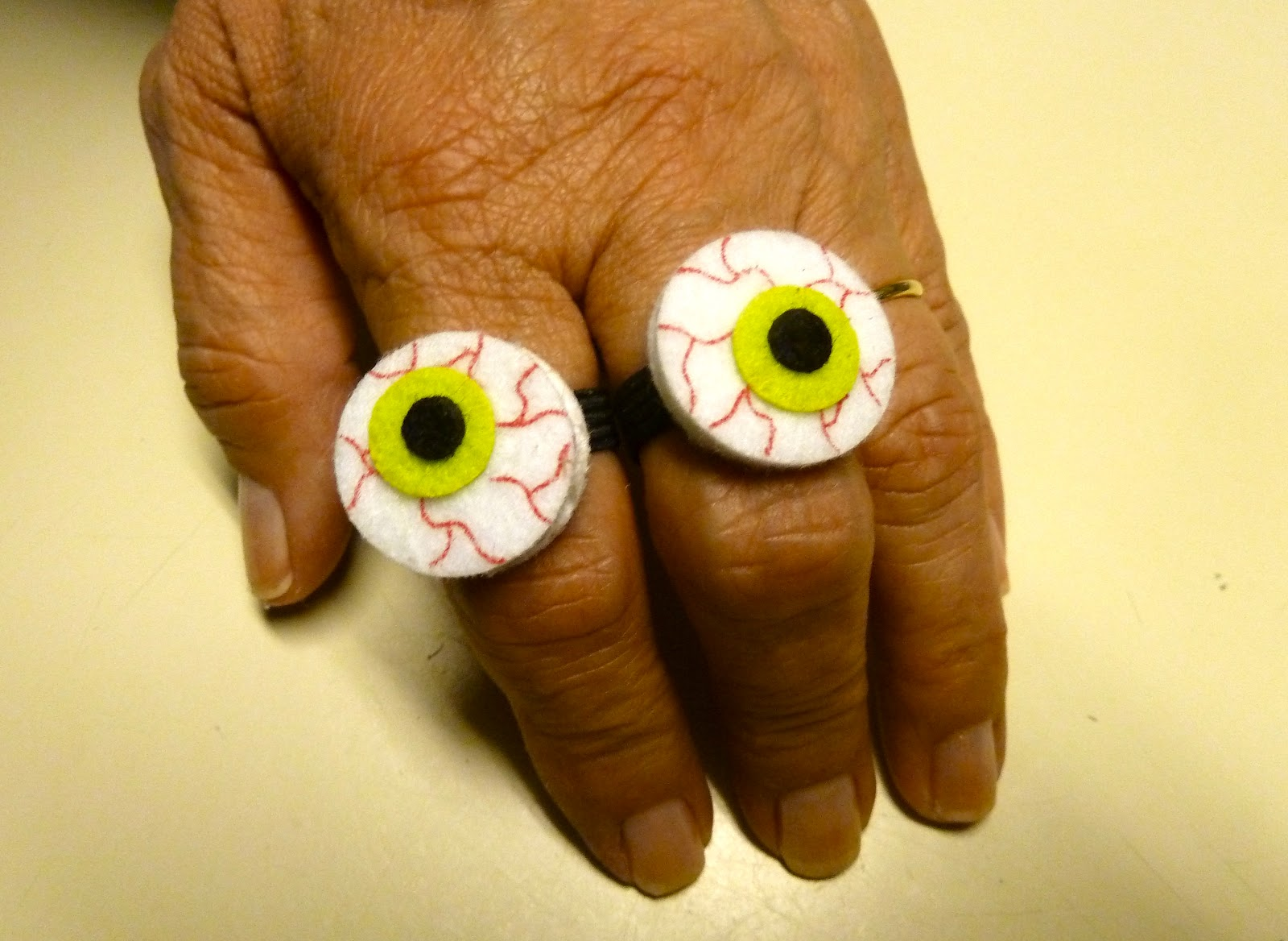 Make it easy crafts: Lollipop masks/Halloween rings