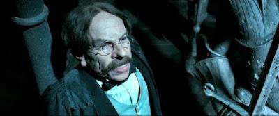 Warwick como Profesor Flitwick