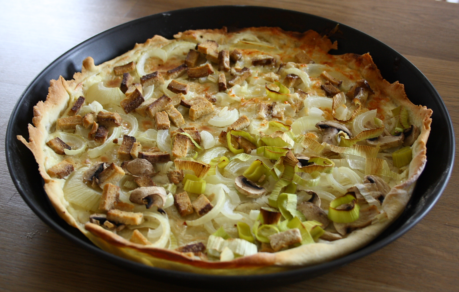 vegetarischer flammkuchen mit r uchertofu the vegetarian. Black Bedroom Furniture Sets. Home Design Ideas