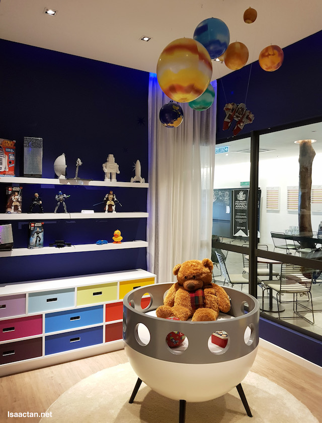 I'm liking this room with the teddy bear