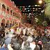 Concurrida y colorida celebración del Día Mundial del Folclor en la Plaza Grande