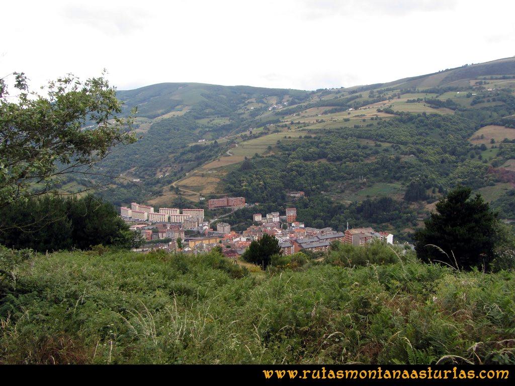 Ruta Cangas - Acebo: Vista de Cangas del Narcea desde las proximidades de Curriellos