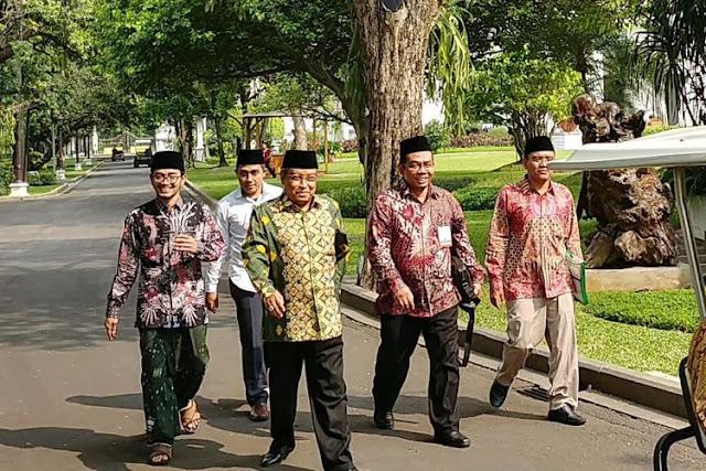 Bela Islam Aswaja, KH Ma'ruf Amin dan KH Said Aqil Temui Jokowi Protes Sekolah 8 Jam