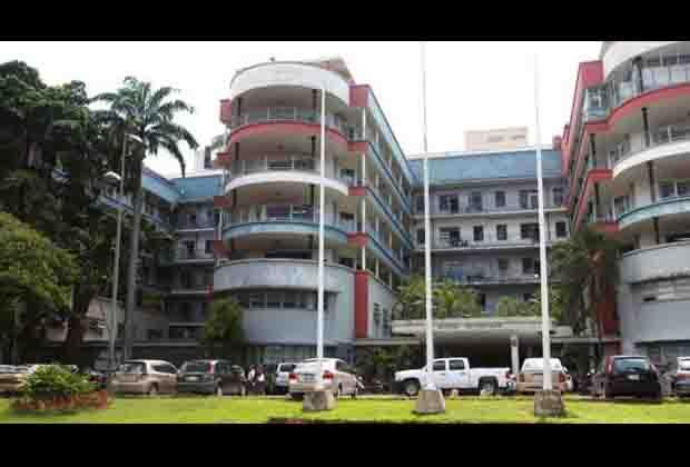 """Directiva del Hospital Universitario de Caracas pide levantar """"las sanciones"""" de """"grupos oligárquicos"""""""