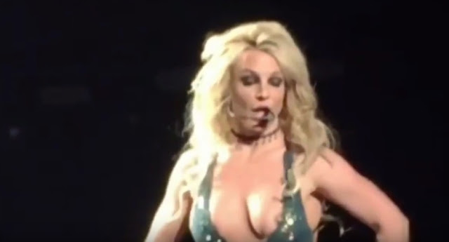 Britney Spears exposes bare breast at Las Vegas show