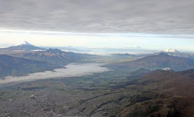 Avenida de los Volcanes - Ecuador